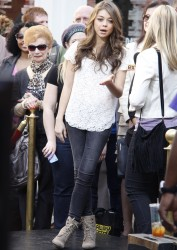 Сара Хайланд, фото 616. Sarah Hyland Extra at The Grove in LA - 02.02.2012, foto 616