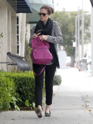 Мэнди Мур, фото 3405. Mandy Moore goes shopping before heading to the Byron and Tracey Salon, february 27, foto 3405