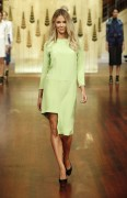 Дженифер Хокинс, фото 1576. Jennifer Hawkins Myer Autumn/Winter Fashion Launch Parade in Melbourne - 01.03.2012, foto 1576