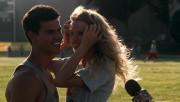 561 screencaps of Taylor Lautner in 'Valentine's Day' 29c16c96523101